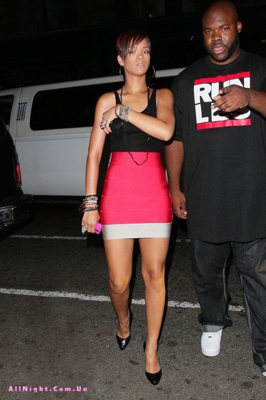 Rihanna в обалденном платье (14 фото)