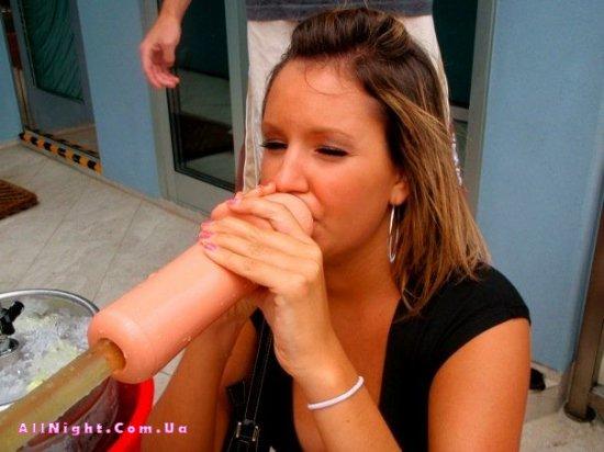 Как теперь принято пить у девушек (6 фото)