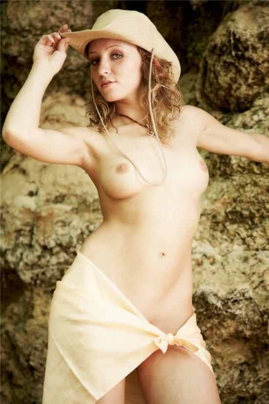 Красиво подача эротики Jani на горной прогулке (32 фото)