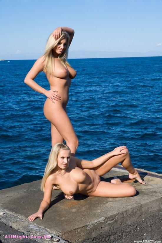 Эффектная эротика Aria и Gabriella вблизи морских глубин (44 фото)