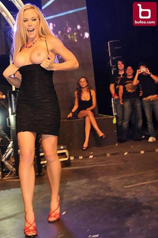 Кендра Вилкинсон топлесс (5 Фото)