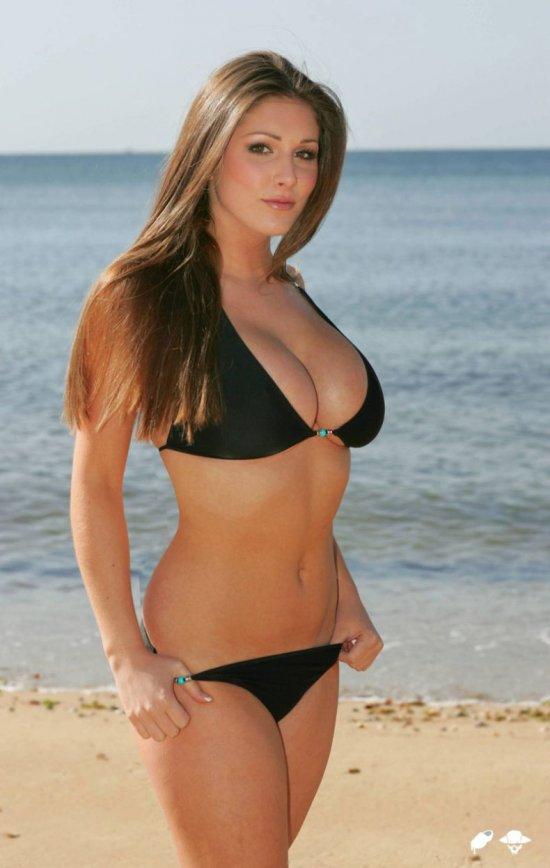 Lucy Pinder в бикини (24 Фото)