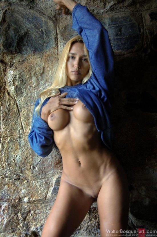 Эротика Patrik Walter в каменной пещере (12 фото)