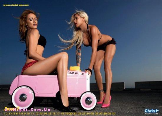 Девушки на автомойке (13 фото)