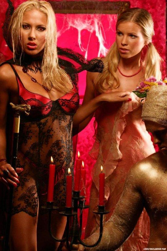 Опасные вампирши Marketa Belonoha и Roxy (24 фото)