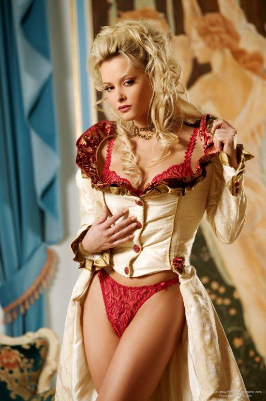 Zdenka Podkapova в образе роскошной королевы (20 фото)