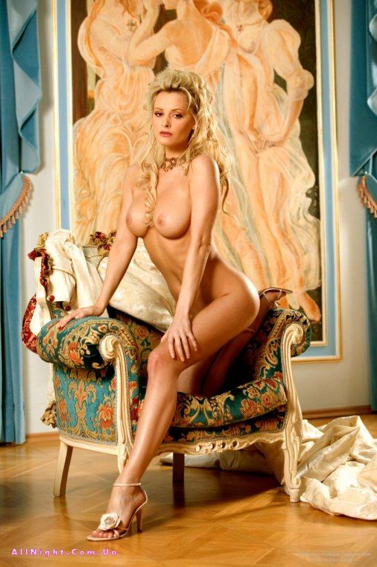 eroticheskie-foto-korolevi