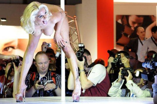 Эротическая ярмарка 'Венера' (18 фото)