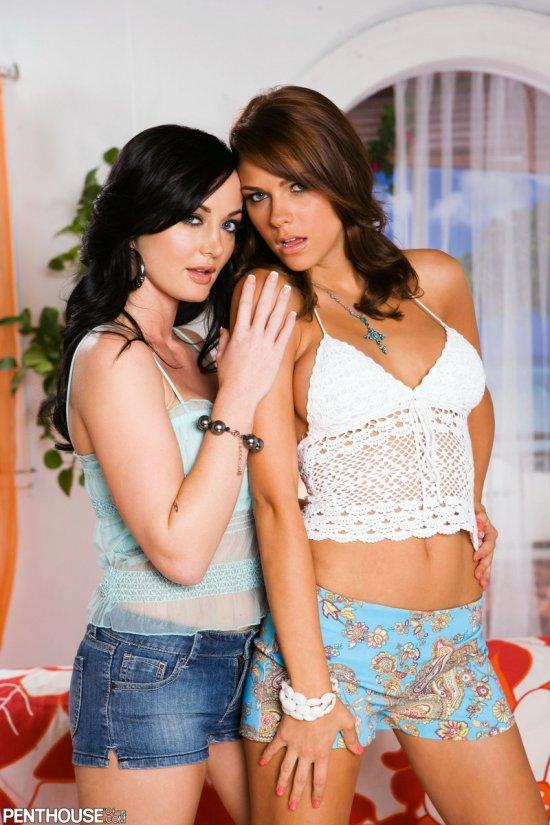 Подглядывание за ласками Melissa Lauren и Meggan Malone (11 фото)