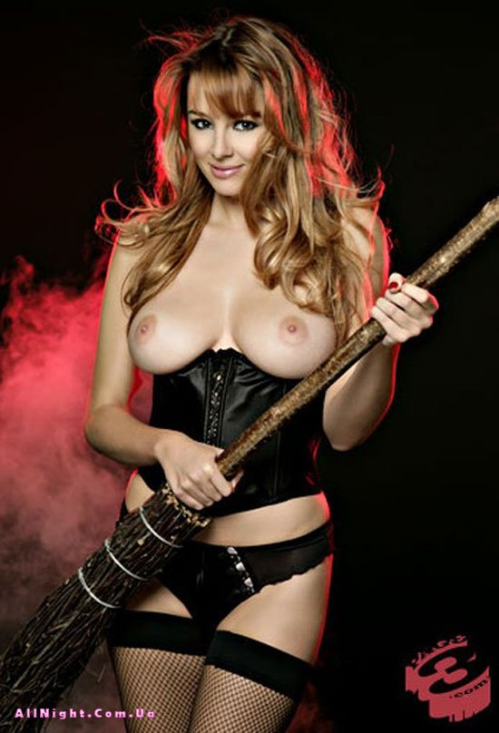 Keeley Hazell topless for Halloween (6 фото)