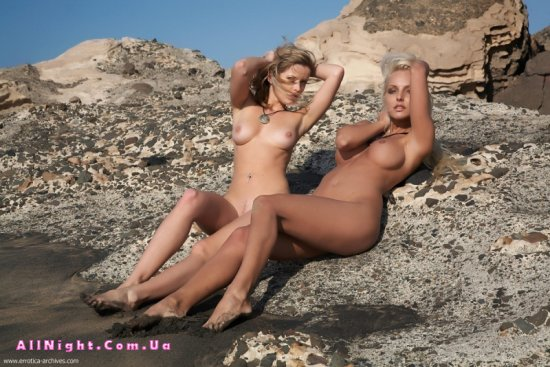 Интимные откровения Nikky и Victoria на скалах (27 фото)