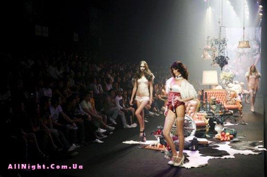 В Бангкоке проходит неделя моды (8 фото)