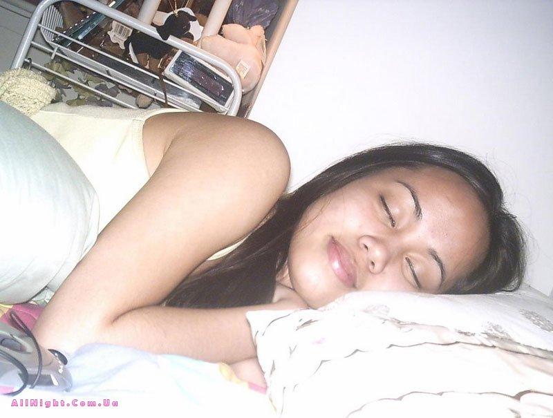 Секс спящие девушки фото звучит