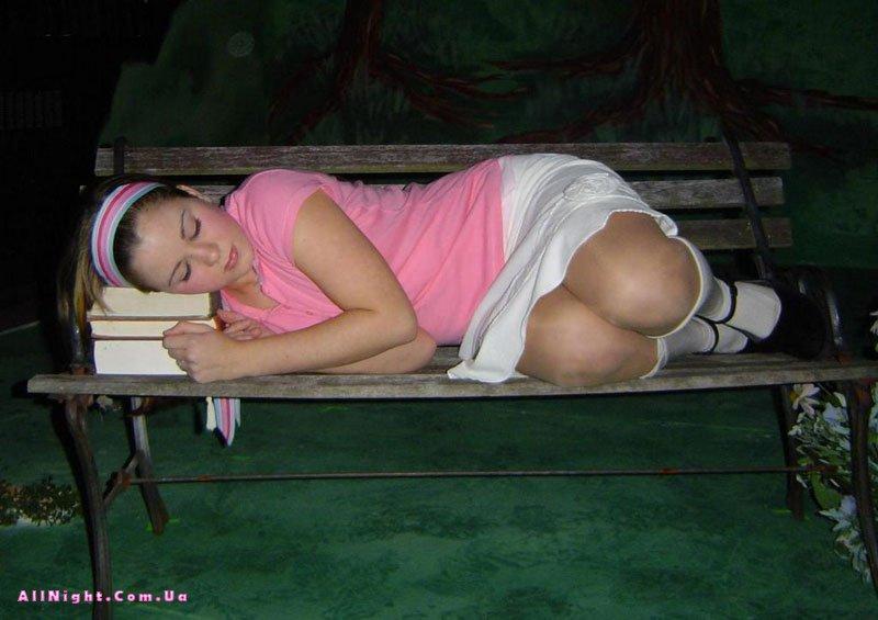 Спящие голые попы мам частное фото
