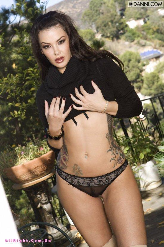 Татуированная спина сексуальной дамы Natalia Cruz (20 фото)