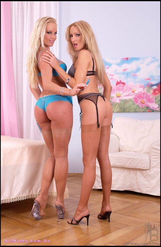 Совместная эротика лесбиянок Sylvia Laurent и Hanna (25 фото)
