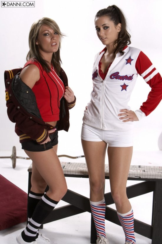 Starri Knight и Georgia Jones в образах спортсменок (15 фото)
