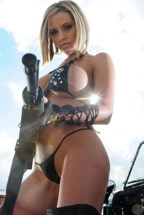 Картинки девушки с оружием эротика фото 204-450
