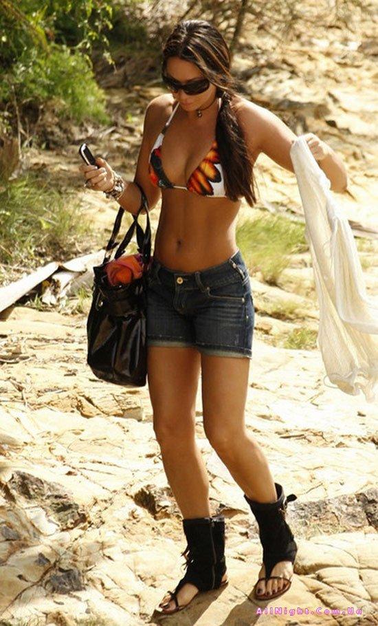 Tania Zaetta в бикини (7 фото)