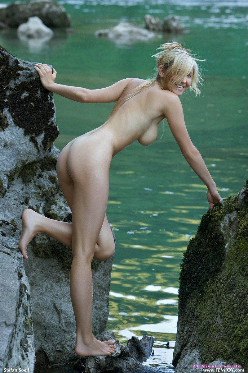 У реки ебут девку 10 фотография