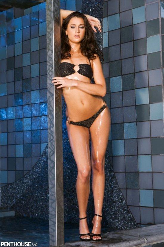 Эротика Georgia Jones в бане с необычной плиткой (20 фото)