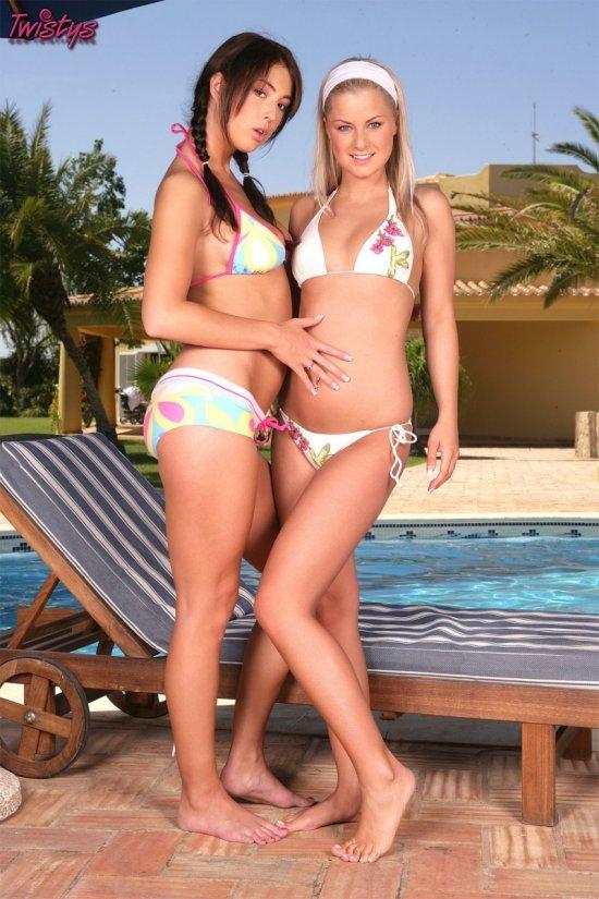 Одно из летних откровений Stracy и Bridget (35 фото)