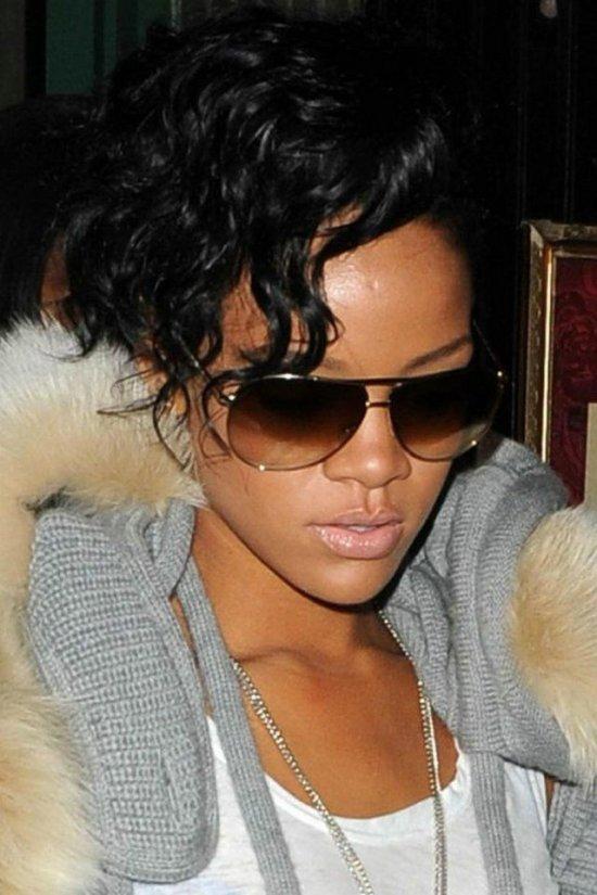Rihanna в меховом (8 фото)