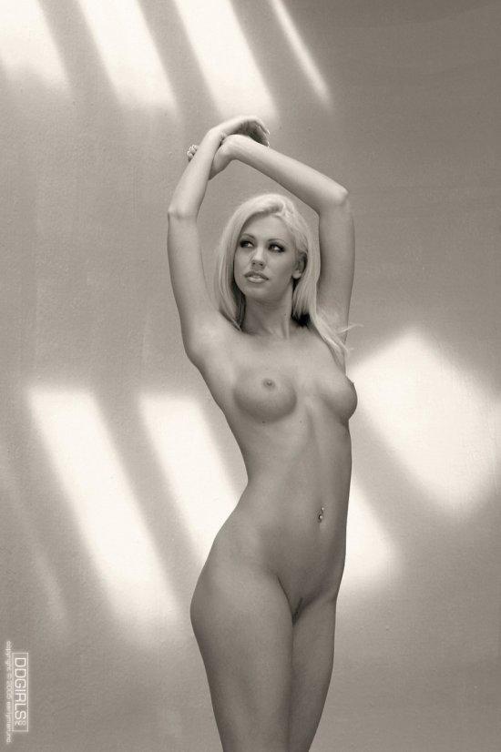 Очень старые интим кадры Tanya James в черно-белом цвете (20 фото)