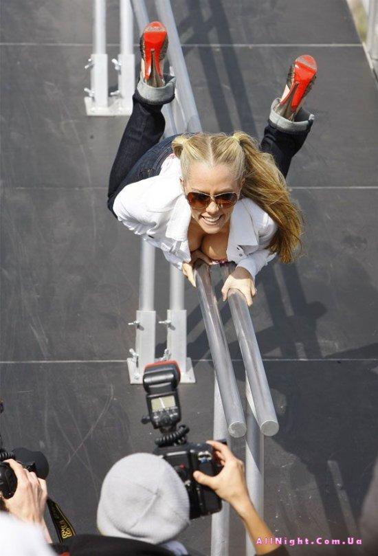 Kendra Wilkinson на съемках (8 фото)