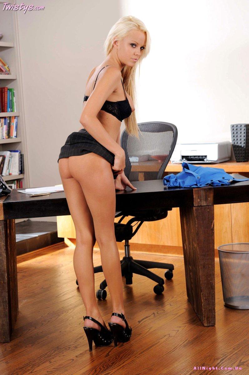 Развратная секретарша Lindsay Marie (20 фото) » Eromodels - Предел ...