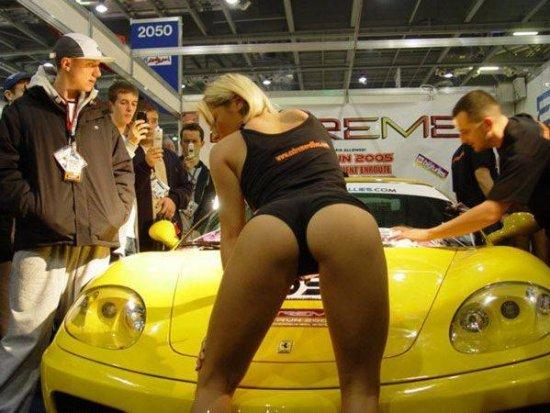 Горячие девочки с автошоу (60 фото)