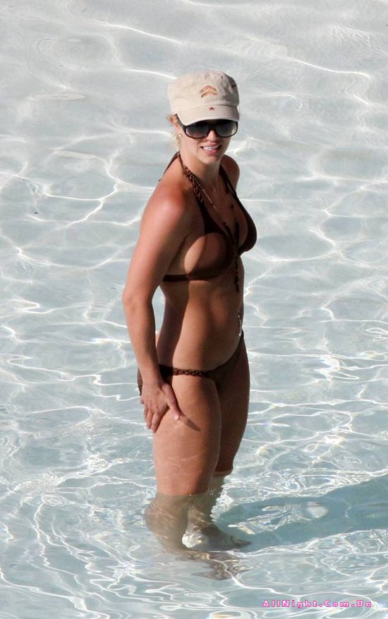 Britney Spears в бикини (8 фото)