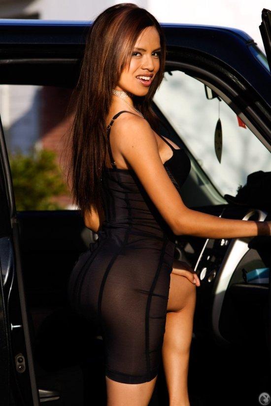 Elizabeth Cubas отблагодарила таксиста интимным показом (20 фото)