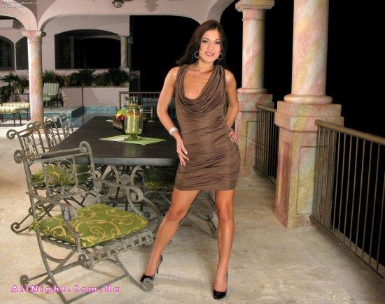 Alyssa Reece в будоражащей ночной эротике (20 фото)