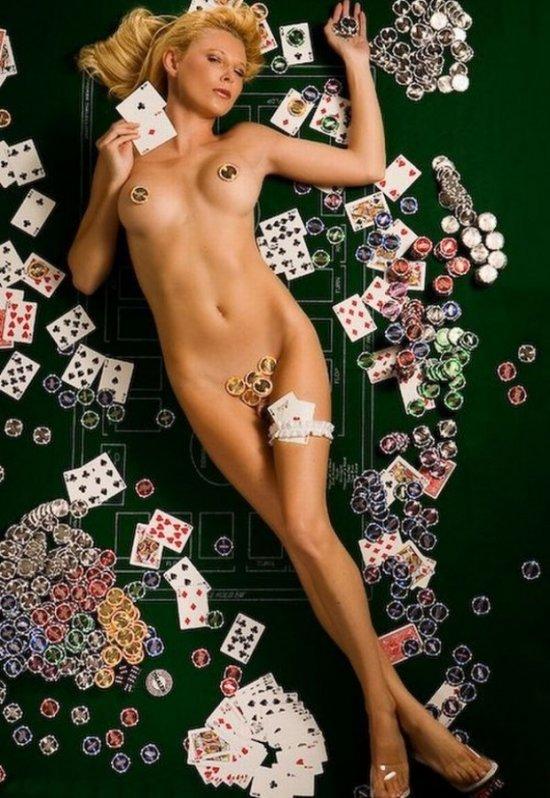 Девушки и покер (36 фото)