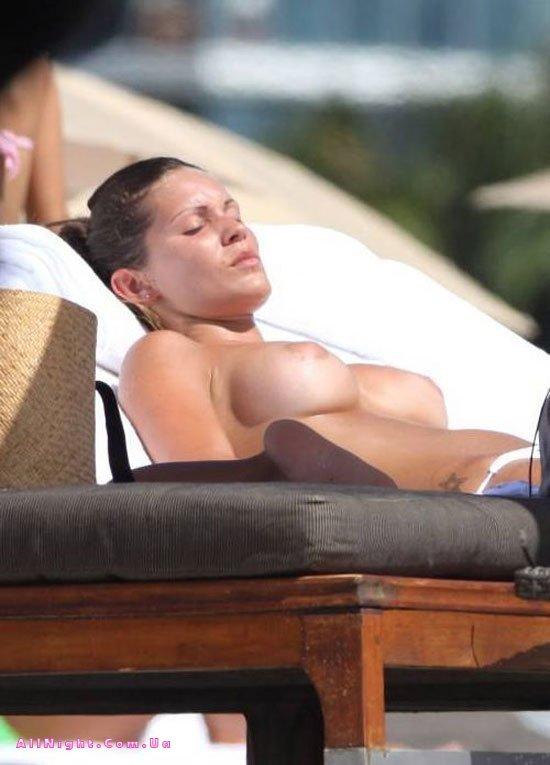 Итальянская актриса Карла Вели топлесс (14 фото)