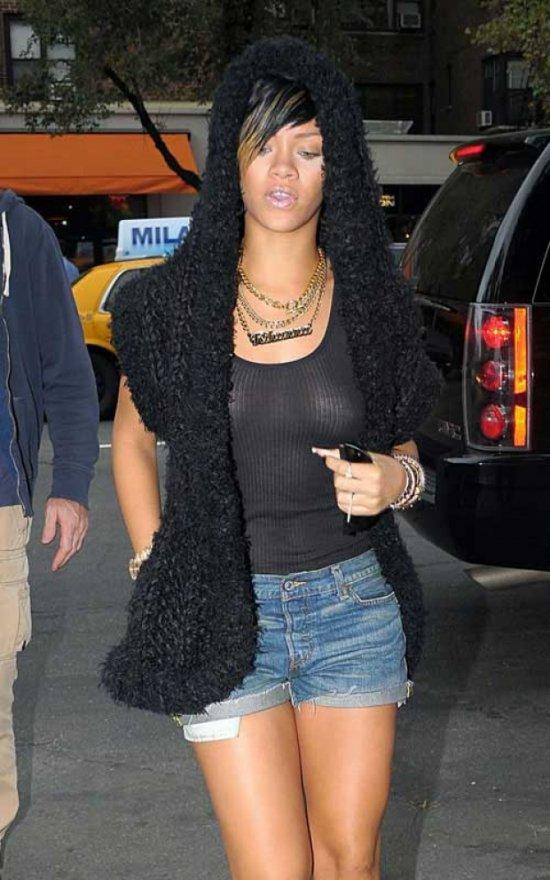 Rihanna в просвечиваемой кофточке (20 фото)