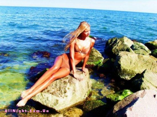 Девочки в купальниках (30 фото)