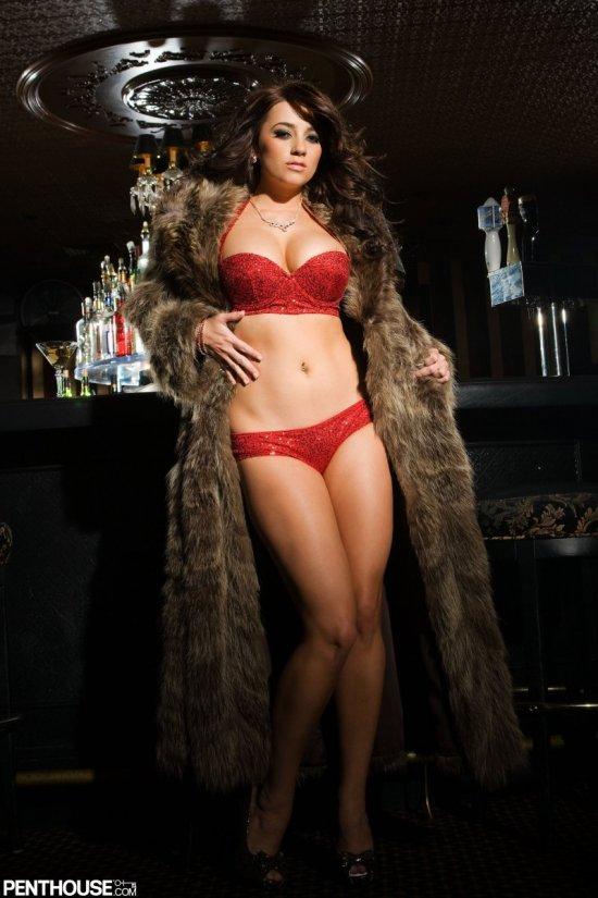 Taylor Vixen развлеклась в ночном баре (20 фото)