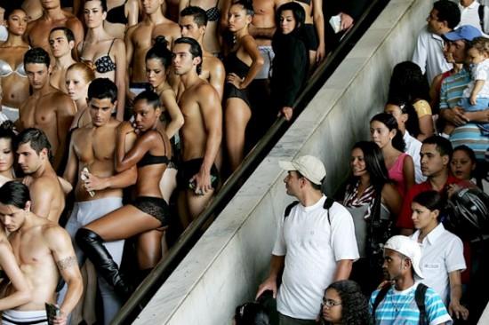 День нижнего белья в столице Бразилии (16 фото)