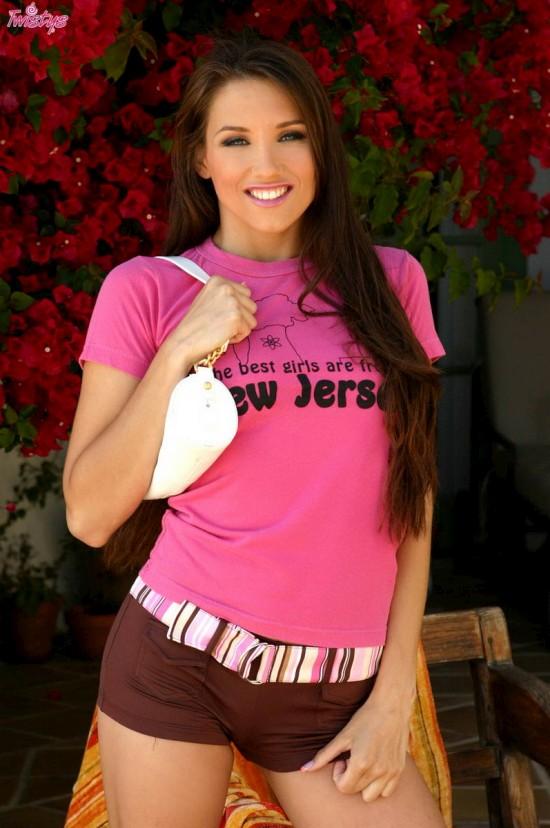 Celeste Star пошалила в розовой кофточке (12 фото)