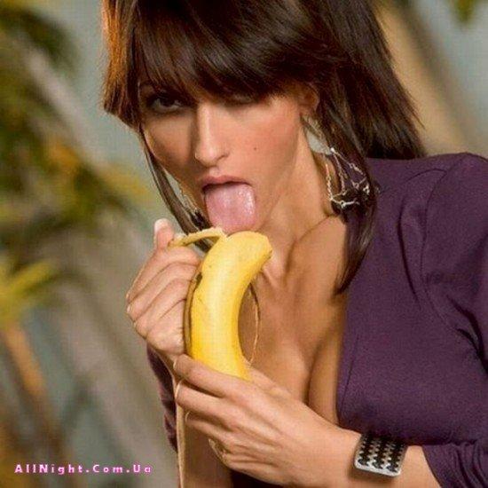 Девушки с бананами (18 фото)