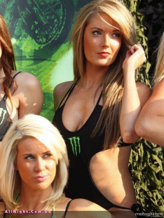 Девочки на MotoGP (15 фото)