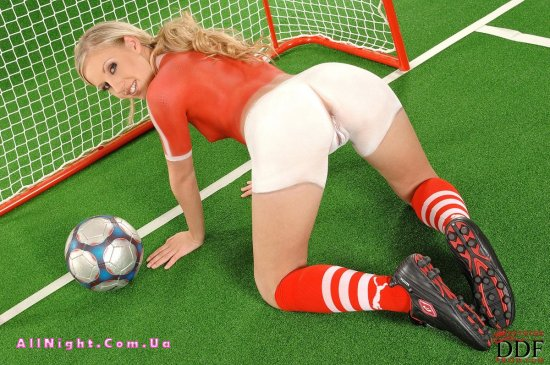 фото голые играют в футбол