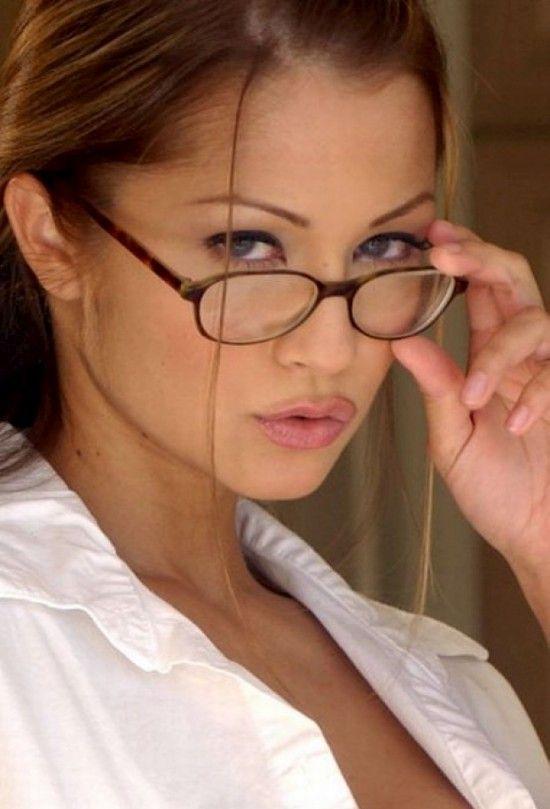 Эротическое фото девушки в очках фото 391-698