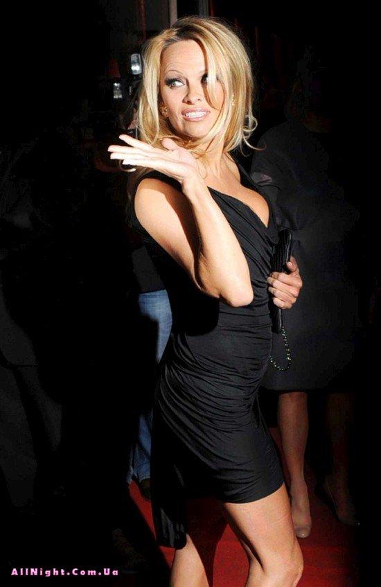 Неплохая одежда у Памелы Андерсон (9 фото)