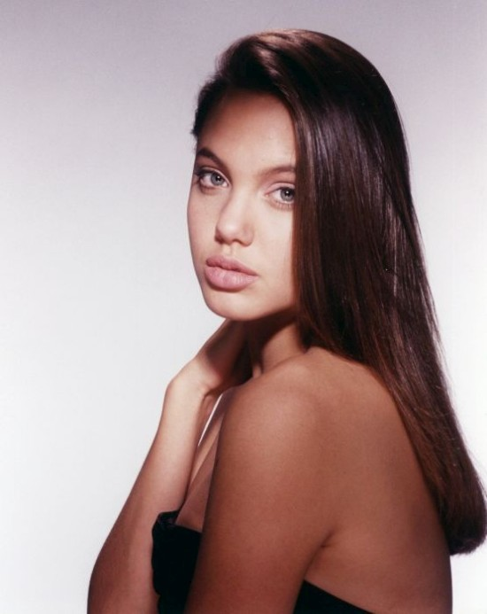 Дерзкая и молодая Анджелина Джоли (18 фото)