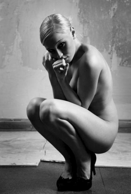 Черно-белые эротические чувства (42 фото)