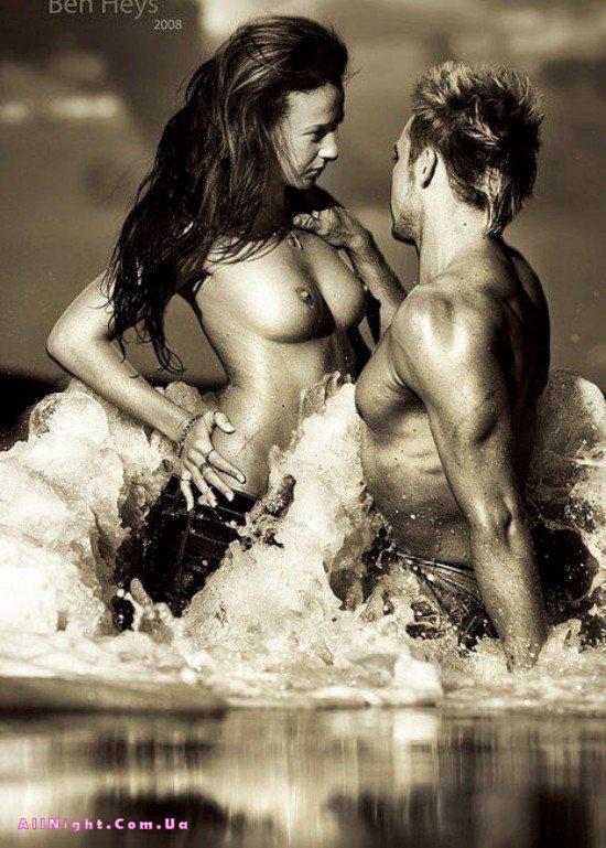 Эротическое фото в воде мужчина и женщина