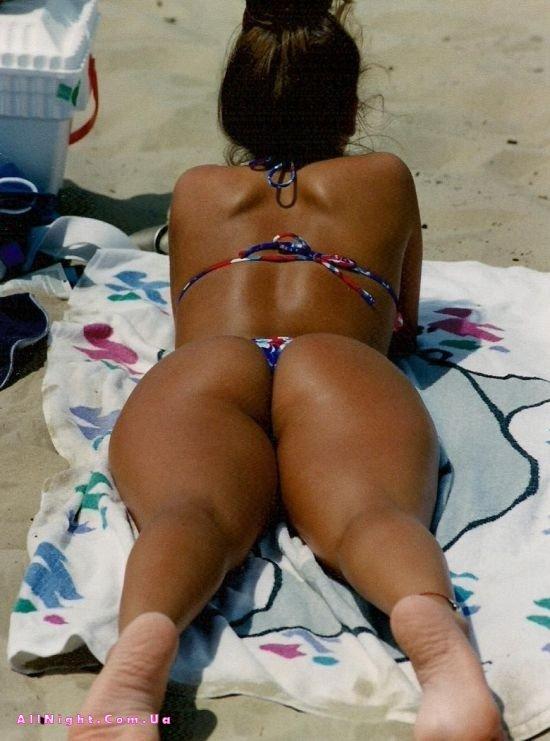 Пляжные женские попки — 7